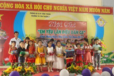 """Hội thi """"Em yêu làn điệu dân ca"""" chào mừng kỉ niệm 37 năm ngày Nhà giáo Việt Nam 20/11"""